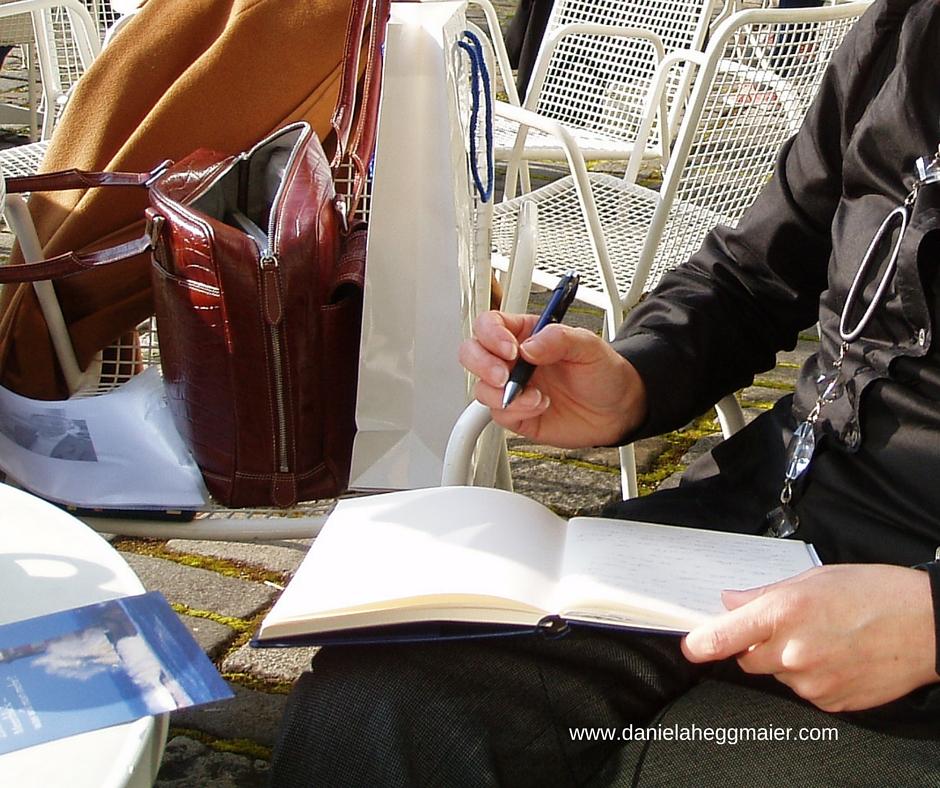 Schreiben im Cafe