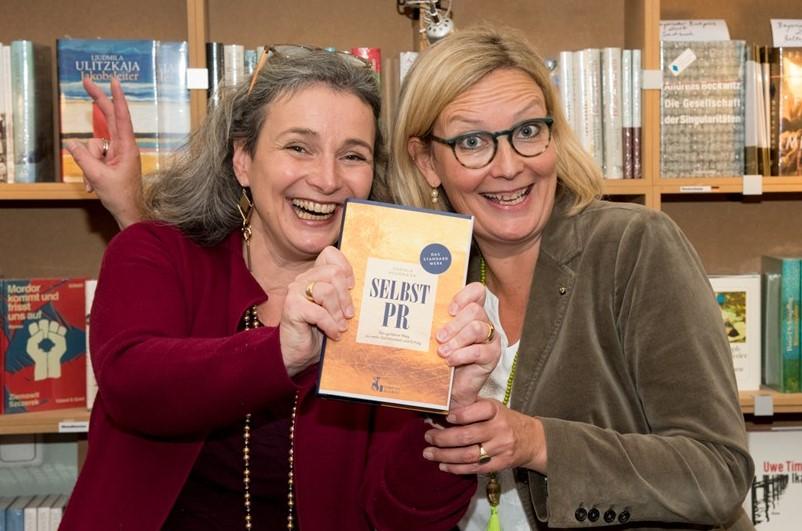 Buchpremiere München Selbst-PR Daniela Heggmaier Marie-Theres Reisser